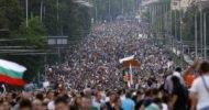 Akaryakıt ve zorunlu trafik sigortası fiyatlarının ve araba vergilerinin artırılmasına karşı dün ülke genelinde protesto gösterileri yapıldı. Büyük şehirlerde sürücüler, memnuniyetsizliğini göstermek için araçlarıyla protestolara katıldı. Göstericiler, Sofya'nın merkezini […]